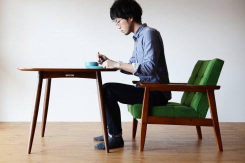 ソファでの食事やティータイムを楽しむならカリモク60+ Dテーブル