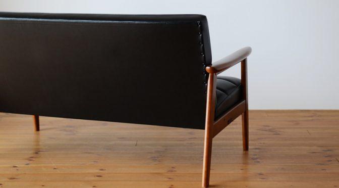 オシャレなソファの定番カリモク60 Kチェアの魅力「太鼓鋲」