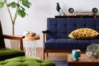 ブルーのソファがあるインテリアならカリモク60 Kチェア タープブルー
