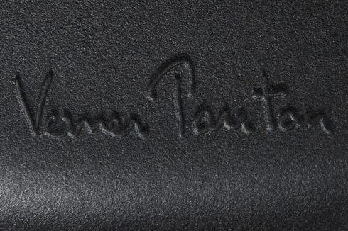 パントンチェアにはデザイナーであるヴェルナー・パントン(Verner Panton)のサインの刻印が施されている
