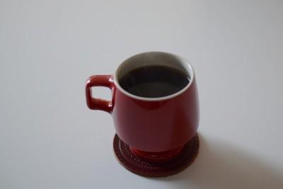 200mlのコーヒーを注いだミッドセンチュリーなマグ