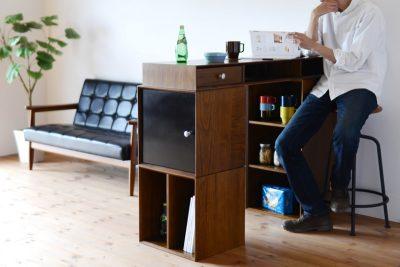 リビングとキッチンの間仕切りにもなるカウンターテーブル