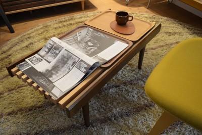 スラット状のテーブル