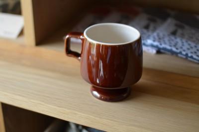 白木に飴釉のマグカップ