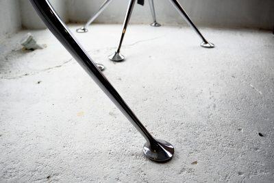 スプレイドレッグテーブルの脚