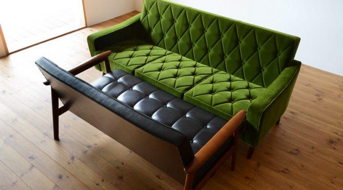 カリモク60のソファ「ロビーチェア」で横になる