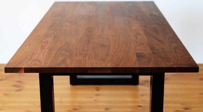 ウォールナット無垢のダイニングテーブルの魅力を語る-その1