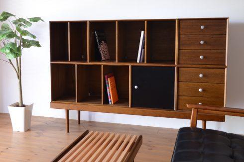 幅164cm、高さ115.5cmの本棚