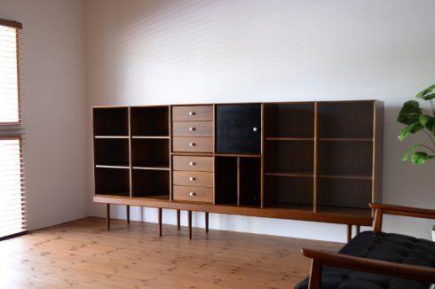 幅252cm 高さ115.5cmの大容量の本棚