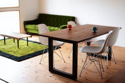 ウォールナット無垢のダイニングテーブル1600
