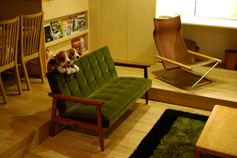 カリモク60 ソファ Kチェアモケットグリーンのある部屋
