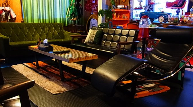 カリモク60 ソファ Kチェアスタンダードブラックのある部屋