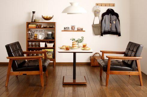 ソファでの食事やティータイムを楽しむならカリモク60+ カフェテーブル