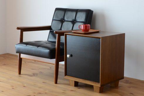 ソファのサイドテーブルなら省スペースでくつろぎの空間に