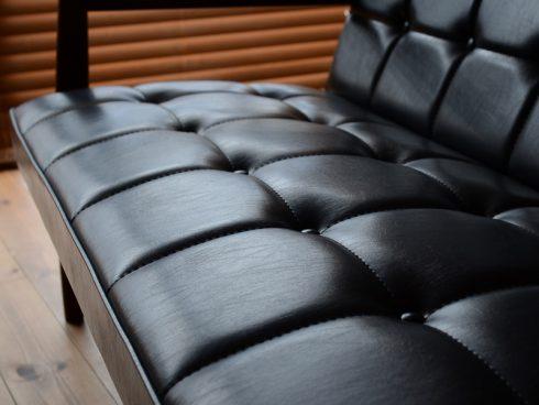 オシャレなソファの定番カリモク60 Kチェアの魅力「くるみボタン」から生まれる陰影