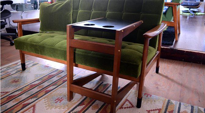ソファの快適さを格段にアップさせるコの字型テーブル