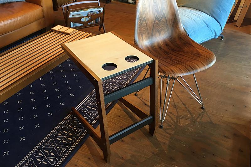 フロートテーブルとイームズウッドシェル