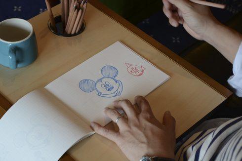 ミッキーを描き描き
