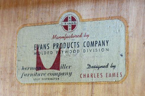 エヴァンス製の証である裏面のロゴステッカー