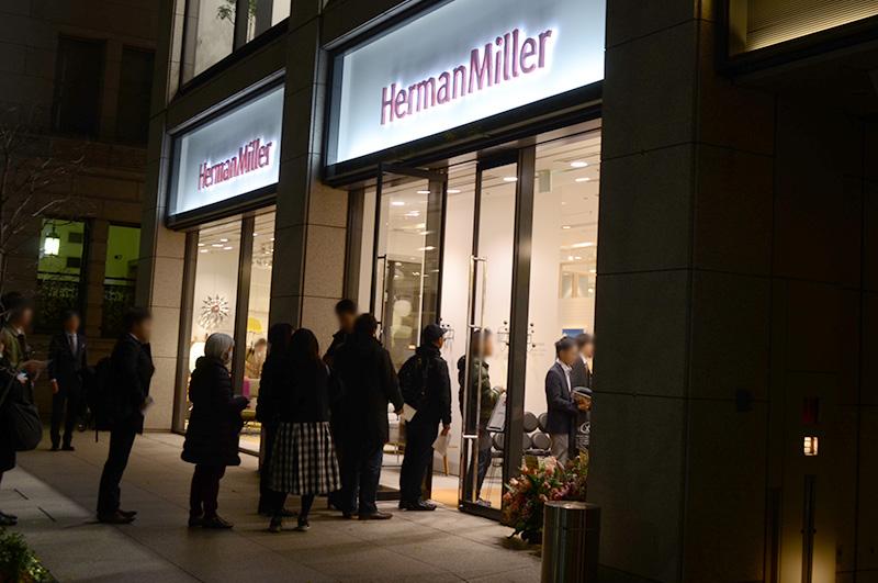 ハーマンミラーストアに着いた頃には受付の行列が。