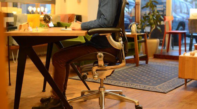 前傾ができる椅子、アーロンチェアと絵描きの関係