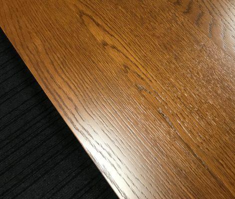 カリモク60+ カフェテーブル1200 ウォールナットの天板は木目が楽しめる
