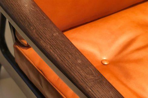 マルニ60 オークフレームチェア ブラックの経年変化による色あせた雰囲気