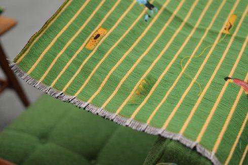 カリモク60 Kチェア SHIBA タープグリーンは生地を切って楽しめる