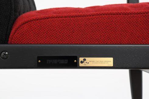 カリモク60 Kチェア ミニ ミッキーマウス90周年仕様の刻印プレート