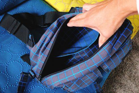 ポーター(吉田カバン)×マハラムのヒップバックの中はメインの収納とサブの収納がある