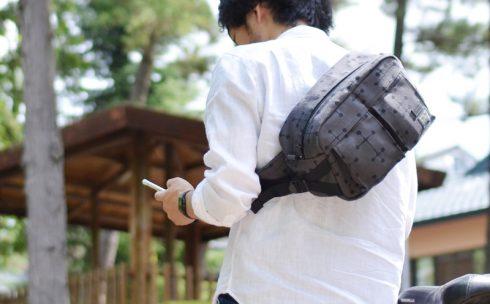 ポーター(吉田カバン)×マハラムのヒップバックはボディバッグとしてななめがけで使うこともできる