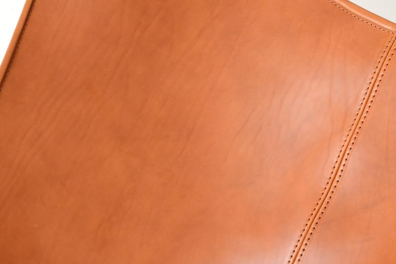 BKFチェアの革は革の魅力を感じられる最高の仕上げ