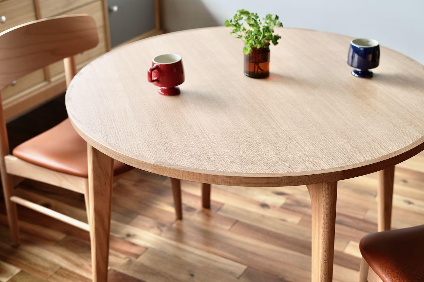 オススメの丸テーブル「マルニ60 オークフレームラウンドテーブル100」